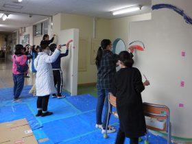 日本ペイント 調布市・柏野小で塗装イベント